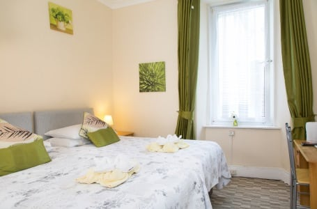 The Firs Bed and Breakfast Plymouth Bedrooms En-suite Twin Room 1st Floor